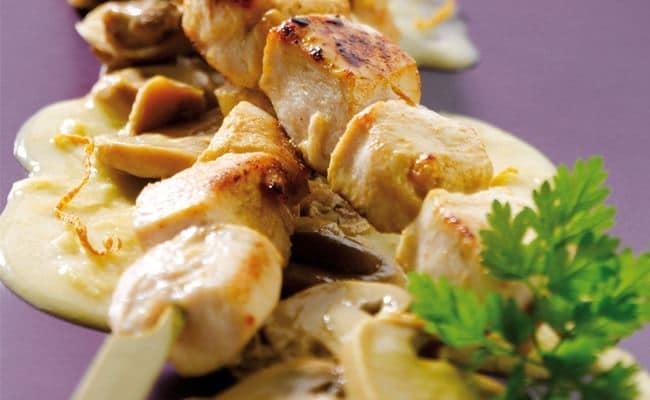 Brochette de volaille, crème de maïs & sa poêlée de champignons