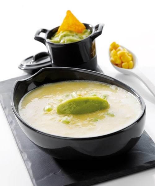 Soupe glacée de maïs aux saveurs guacamole